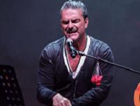 Ricardo Arjona interpreta junto a su hijo Nicolás