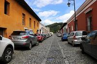 Cuidadores de carros serán retirados de calles de Antigua Guatemala