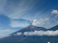 Explosiones débiles en el volcán de Fuego y Santiaguito