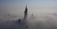 La niebla 'se traga' una ciudad china