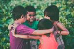 ¿Cómo se define la felicidad en otros países? Conoce 8 ejemplos y cómo aplicarlos en tu vida