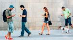 ¿Miras seguido tu teléfono al caminar? ¡Cuidado! Google te alertará cuando lo hagas